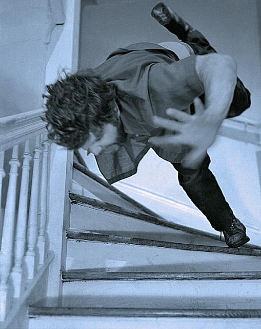 chutedanslescalier.jpg